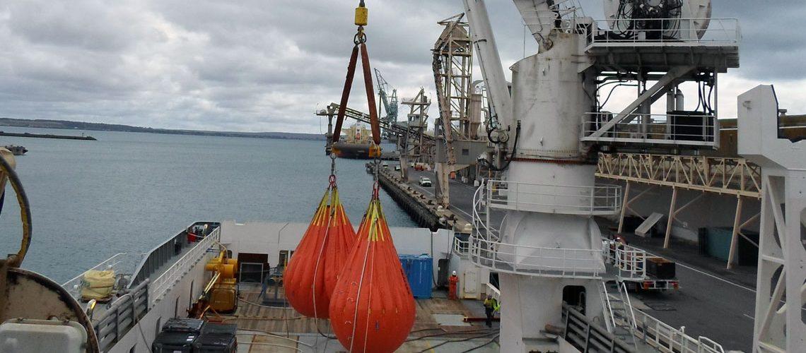 vessel-cranes-davits-and-lifting-gears.jpg
